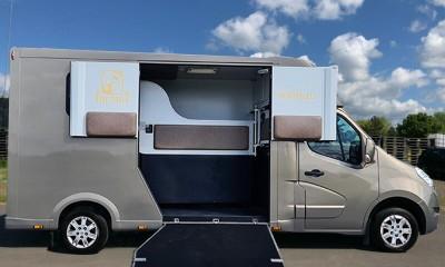 Renault Master horse transporter
